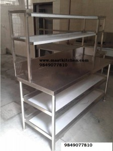 pickup table with overhead selve